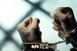 فیلمی از بازداشت جوانی که با چاقو به چند نفر حمله کرده بود