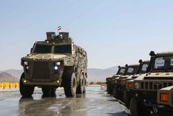 مراسم كشف النقاب عن عجلتين عسكريتين متطورتين / صور