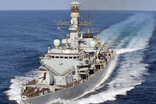 ناو جنگی انگلیس روانه آبهای خلیج فارس شد