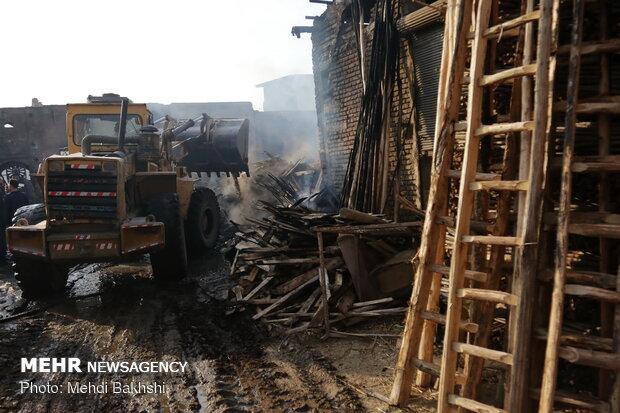 مهار آتش سوزی در بازار کهنه قم