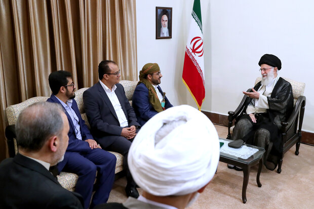 Ansarallah Movement's spokesman met with Ayatollah Ali Khamenei, Leader of the Islamic Revolution