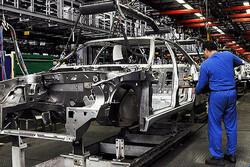 ۶ خودروساز به تعزیرات معرفی شدند/ تخلف در قیمت گذاری محصولات