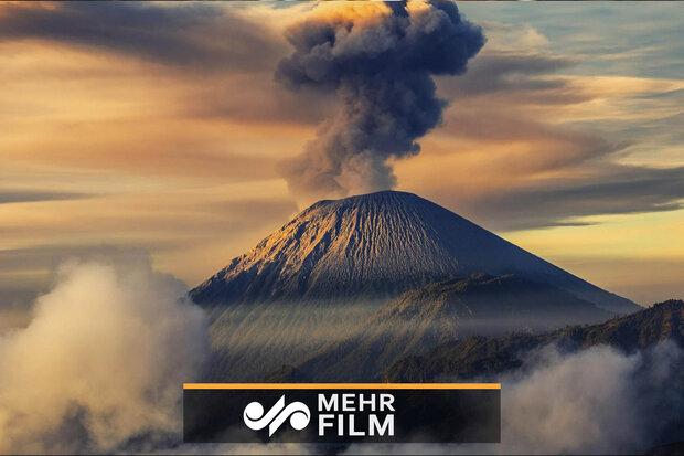 میکسیکو میں آتش فشاں پہاڑ سے راکھ نکلنا شروع