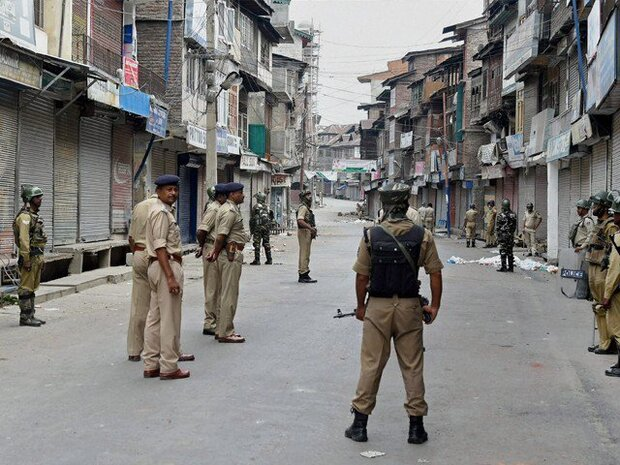 کشمیر میں 25ویں روز بھی کرفیو جاری/ موبائل فون اور انٹرنیٹ سروس بند