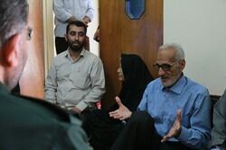 دیدار سردار سلیمانی با خانواده بسیجی شهید عسکری