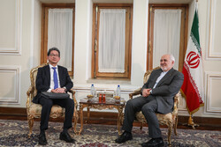 Zarif meets with Japanese deputy FM