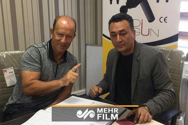 لحظه ثبت قرارداد گابریل کالدرون در هیئت فوتبال