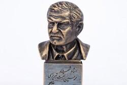 تندیس استاد شهریار در پارسآباد نصب میشود