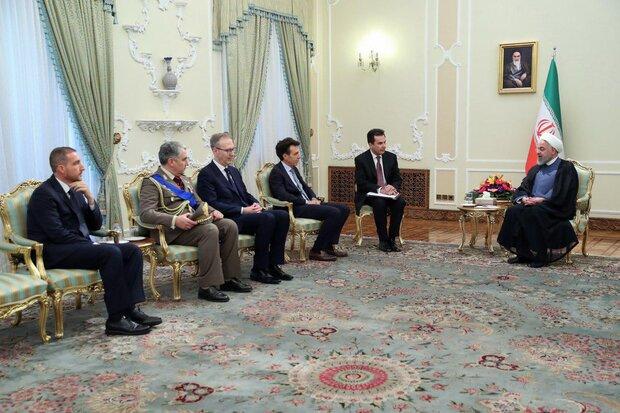روحاني يشدد على استعداد طهران لتوسيع العلاقات الاقتصادية مع روما