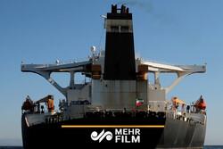 به اهتزاز درآمدن پرچم ایران برفراز نفتکش آدریان دریا (گریس۱)