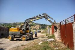 رفع تصرف و تخریب ویلای ساخته شده در اراضی ملی فیروزکوه