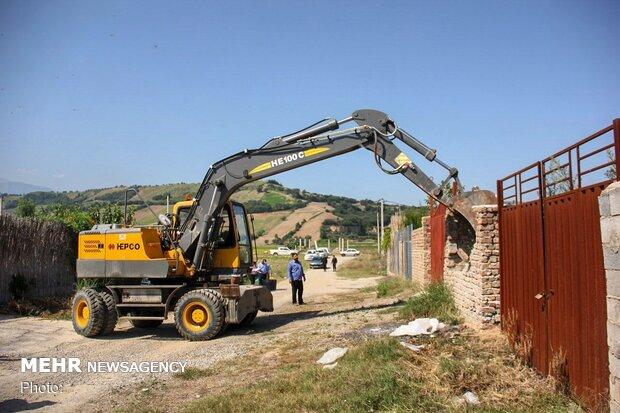 اجرای حکم تخریب ساخت و سازهای غیرمجاز در روستاهای توشن و گلند شهر گرگان