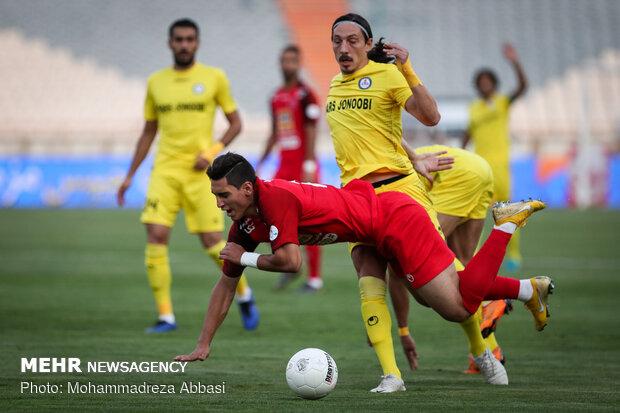 İran'da futbolseverlerin lig hasreti sona erdi