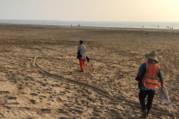 ساحل گناوه از لاستیک ها و ضایعات پاک سازی شد