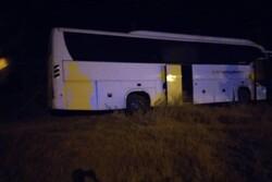اتوبوس حامل بازیکنان آذرخش بندرعباس دچار سانحه شد