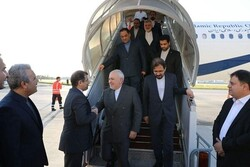 FM Zarif arrives in Paris for bilateral talks