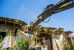 تخریب ساخت و سازهای غیر مجاز در شهر صدرا