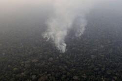 تلاش بالگردها برای اطفای آتش در توسکستان