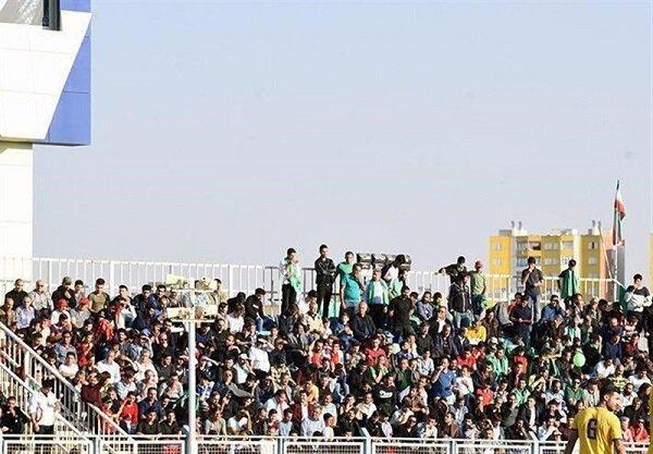 حضور کم تعداد هواداران در ورزشگاه/ خطیبی با تارتار خوشوبش کرد