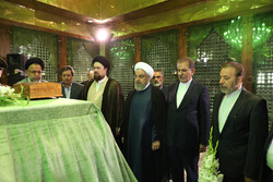 Pres. Rouhani, cabinet renew allegiance to Imam Khomeini's lofty ideals