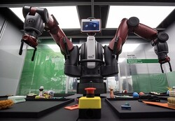 رباتی که به بیماران لباس می پوشاند