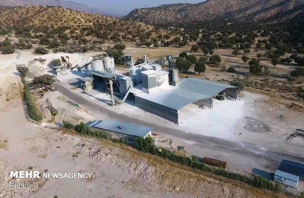 کارخانه و معدن گچی که زاگرس را سفید کرد