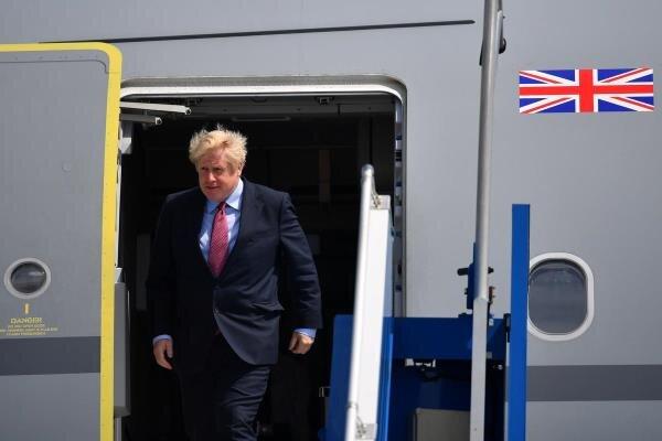 ورود نخست وزیر انگلیس به عمان/ جانسون با سلطان جدید دیدار می کند