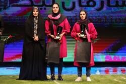 حقم برترین بازیکن فوتبال زنان ایران بود/تندیسهای زنان متفاوت بود