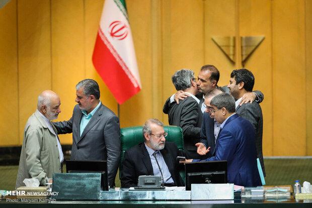 از حضور نمایندگان بازداشت شده در مجلس تا رد فوریت شفافیت آرا!