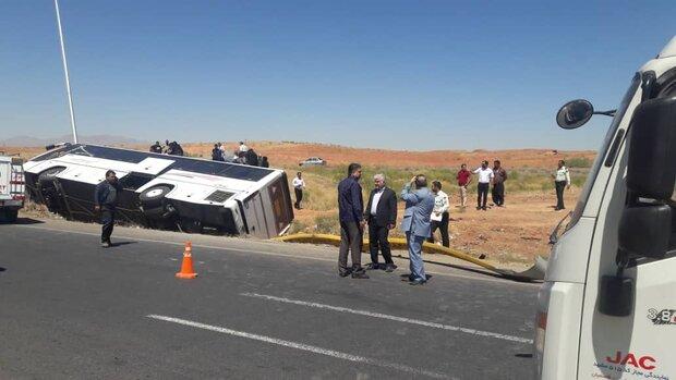 اتوبوس مسافربری واژگون شده در ورودی همدان مسافر نداشت