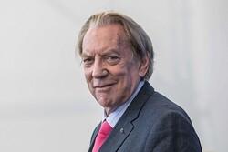 دونالد ساترلند جایزه سنسباستین را میگیرد