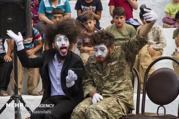 """الدورة الرابعة لإحتفالية مسرح الشارع في """"مريوان"""""""