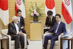 FM Zarif, Japanese PM Abe discuss bilateral ties, intl. developments
