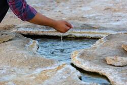 الينابيع الفوارة من قلب صحراء مدينة قم / صور