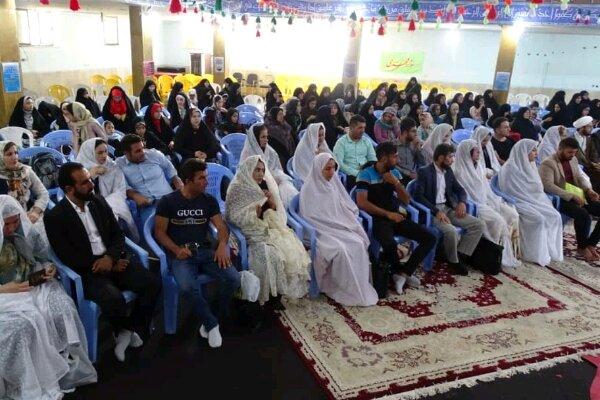 آئین اهدای جهیزیه به ۲۰ زوج در شهر یاسوج برگزار شد