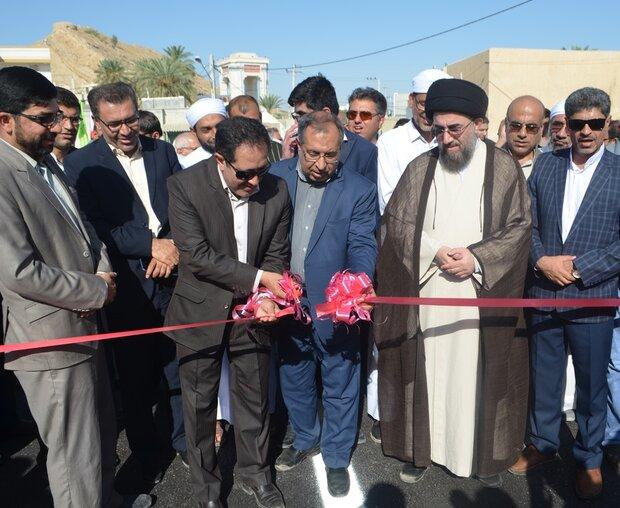 ۶۶۰ میلیارد ریال طرح عمرانی و تولیدی درلارستان افتتاح وکلنگزنی شد