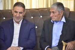 استاندار با خانواده شهید ابوالحسن خضوعی اصل دیدار کرد