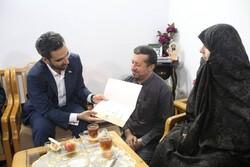 وزیر ارتباطات با خانوده شهید «حسن عشوری» دیدار و گفتگو کرد