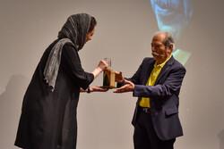 Actor Ali Nasirian (R) receives a Davud Rashidi Award from actress Taraneh Alidoosti at the Abbas Kiarostami Hall of the Farabi Cinema Foundation on August 29, 2019. (Mehr/Bahnam Tofiqi)