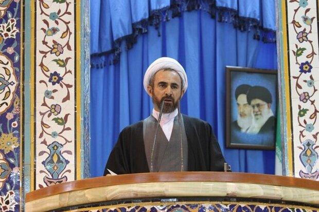 ملت ایران در همه زمان ها پشت انقلاب ایستاده است