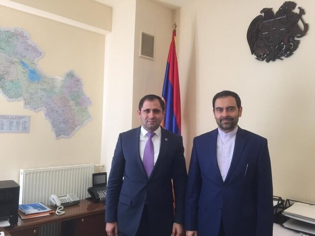 Iran's Ambassador to Armenia Kazem Sajjadi (R) held talks with Minister of Territorial Administration and Infrastructure of the Republic of Armenia Suren Papikyan in Yerevan on Thursday
