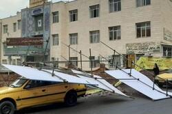 طوفان شدید دیوار دانشگاه آزاد بناب را فرو ریخت