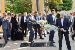 وزیر علوم  به شهدای گمنام ادای احترام کرد