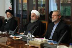 المجلس الاقتصادي الاعلى في ايران يجتمع بمشاركة رؤساء السلطات الثلاث