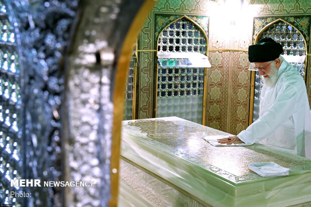 Leader dusting off Imam Reza Shrine to prepare for Muharram