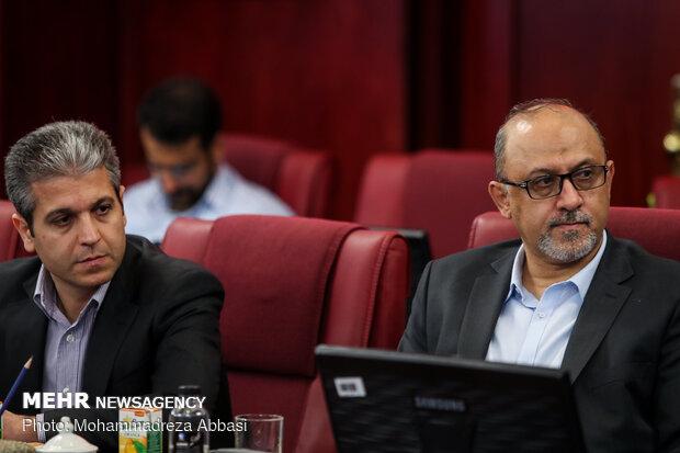 نشست هم اندیشی وزیر اقتصاد و دارایی با فعالان بازار سرمایه