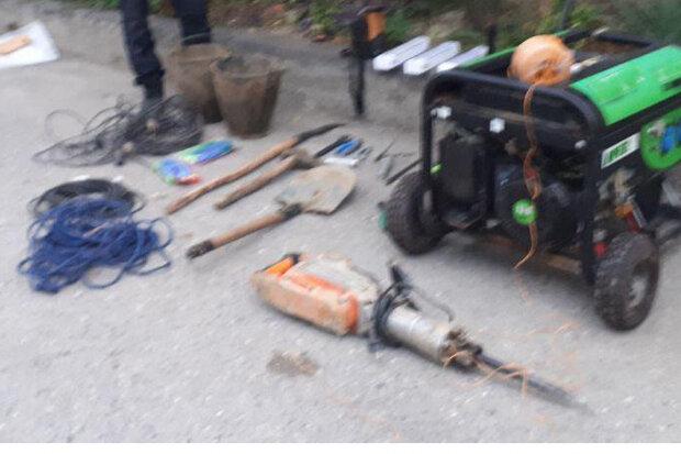 دستگیری باند حفاران غیرمجاز در نوکنده