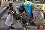 کودکی در میان زبالهها