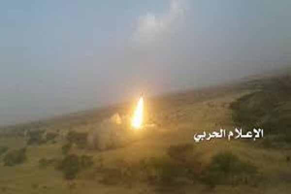 """إطلاق ثلاثة صواريخ """"زلزال1"""" على تجمعات لقوى العدوان السعودي في عسير"""
