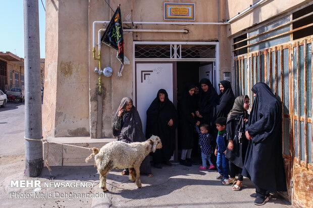 """عزاداری سنتی """"محله گردی"""" در مهریز یزد"""